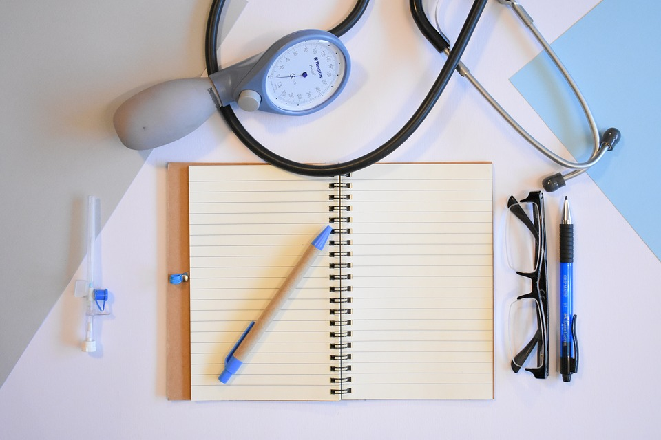 https://pixabay.com/photos/doctor-doctor-s-office-health-3457027/
